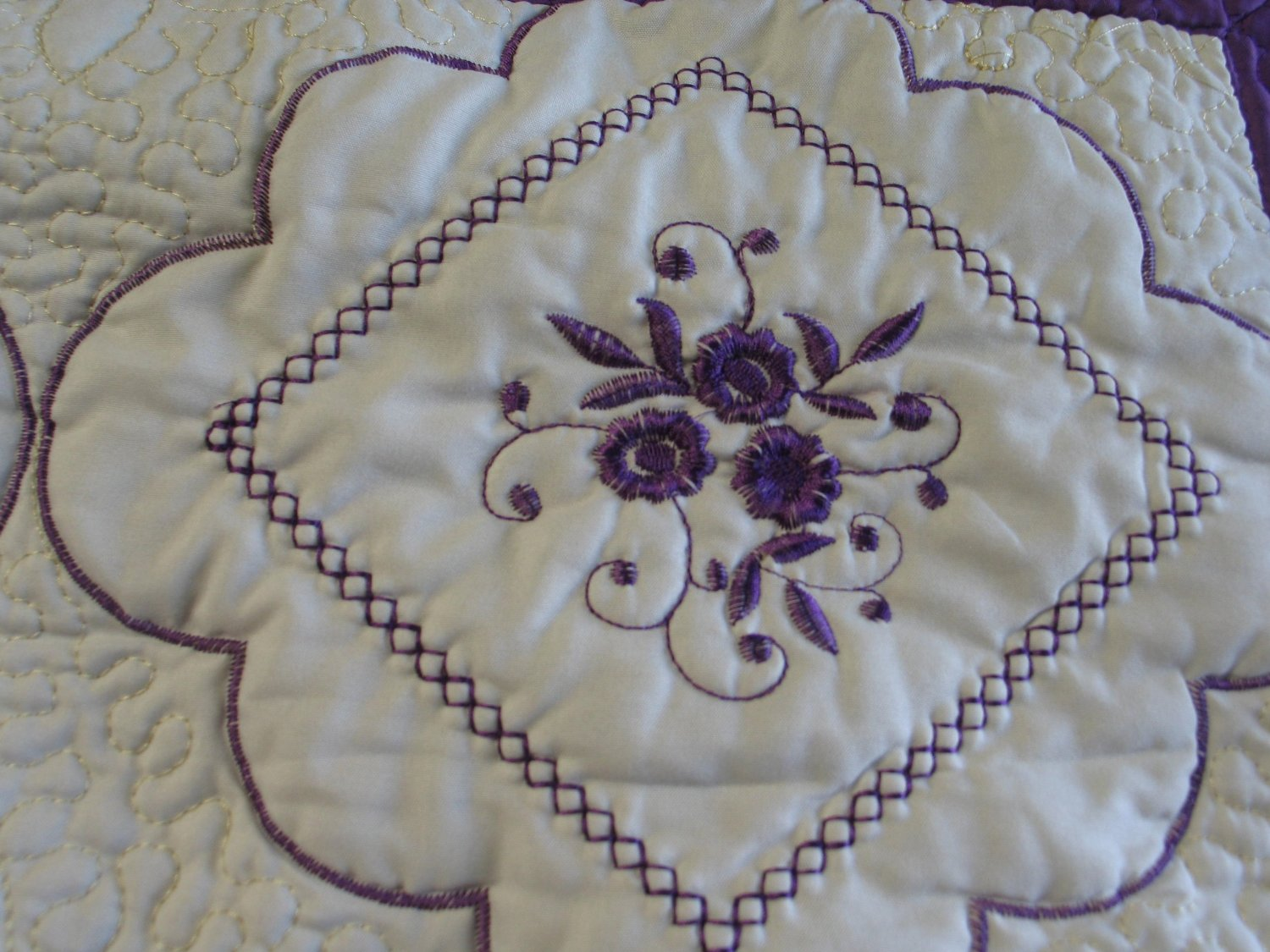 Bednlinens 3 Piece King Purple Embroidery Floral Bed Quilt